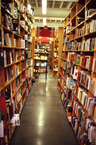 powells-book-store-aisle